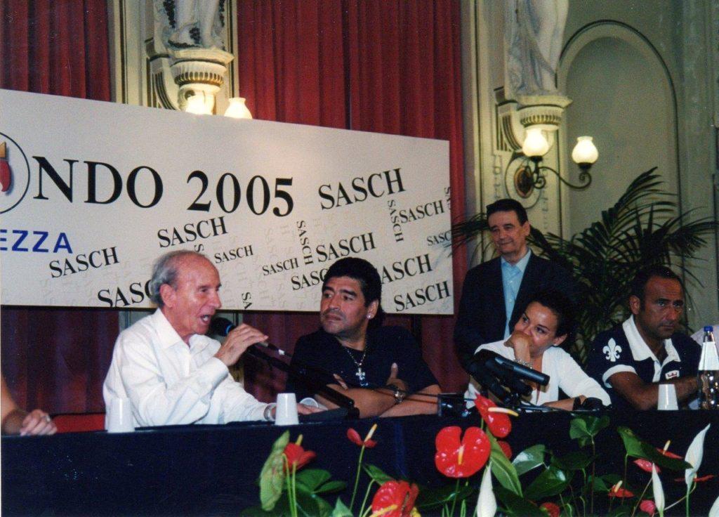 Con Maradona P 9 7-2005