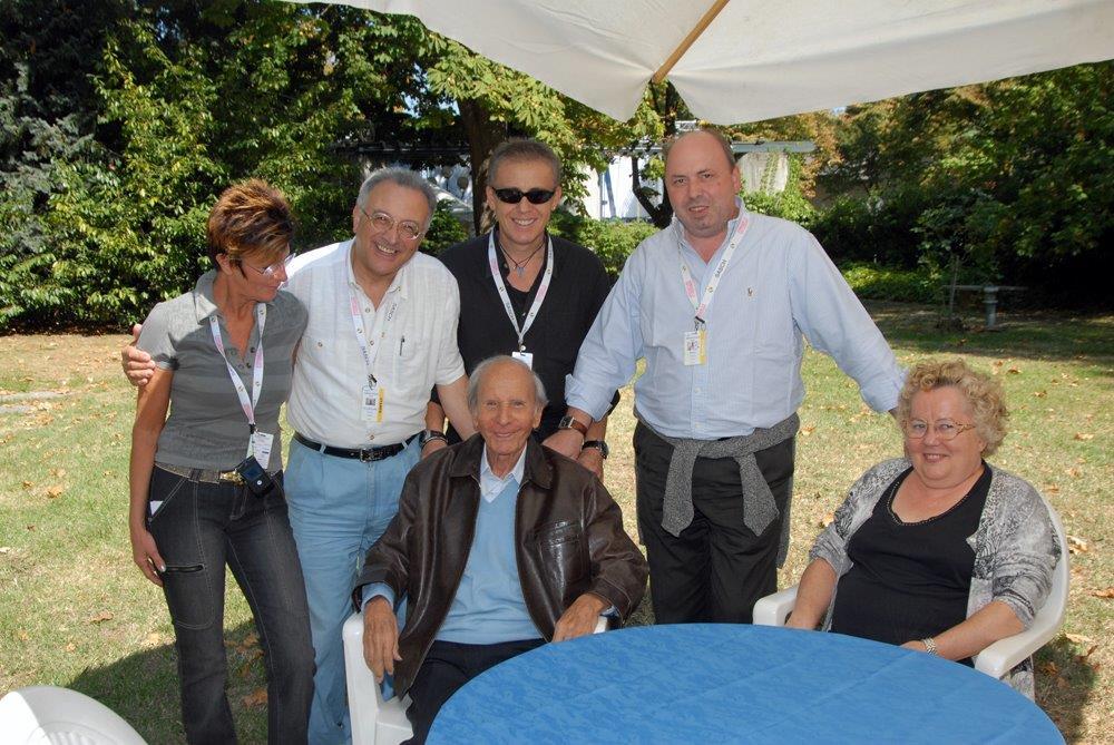 Enzo Mirigliani con i giornalisti storici del concorso M.I.2008 DSC_0018